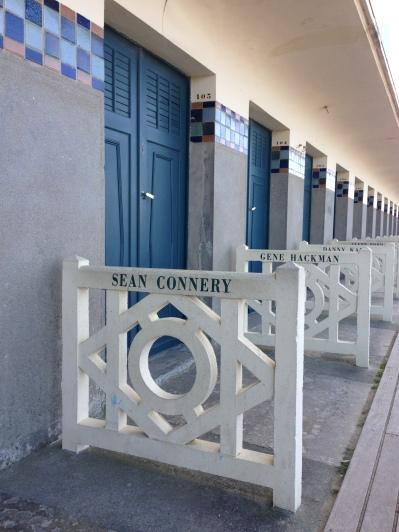 A voir absolument à Deauville, le joli porte-serviette de Sean Connery.